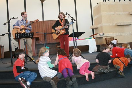 Peri Smilow performs for children